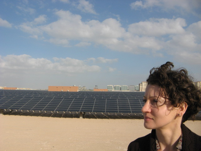 Masdar City 10 MW solar power plant and CleanTechnica correspondent Marika Krakowiak. Credit: Zachary Shahan.