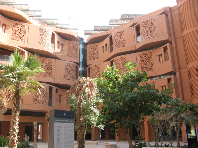 A Masdar City courtyard in the middle of the first residences. Credit: Zachary Shahan.